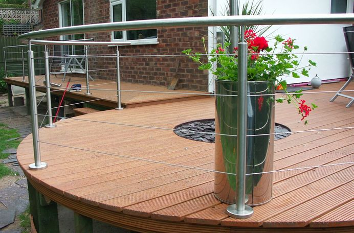Decking wire balustrade